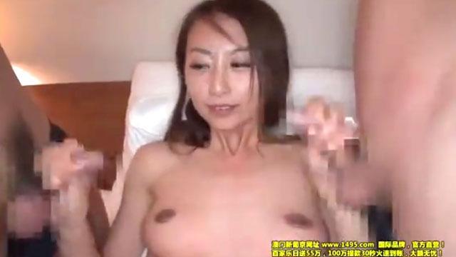 スレンダー奥さん、3P不倫セックスでイキ狂う