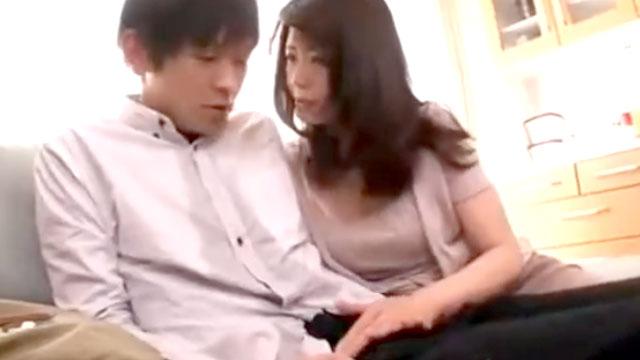 【三浦恵理子】ドスケベおばさん、学生の童貞チンポコをガチ狙い!