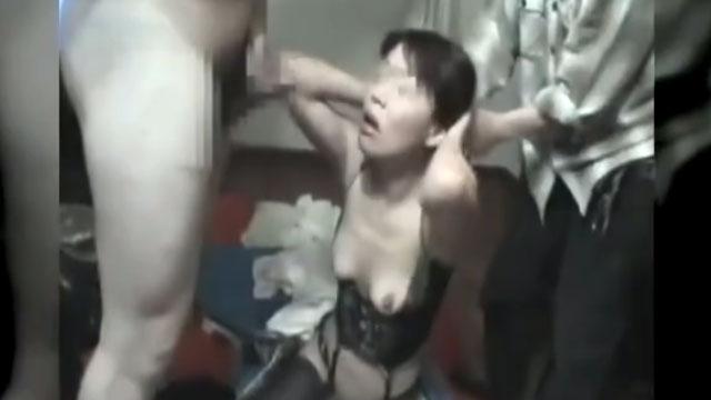 【個人撮影】これはヤバイ!五十路熟女、媚薬付けにされ泣きながらチンポ咥える衝撃映像!