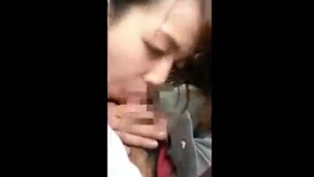 【個人撮影】若妻不倫スマホ撮影、車内で他人棒フェラする姿が生々しすぎる