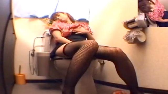【オナニー盗撮】三十路奥さん、カメラに気づかず一心不乱に自慰行為に耽けるww
