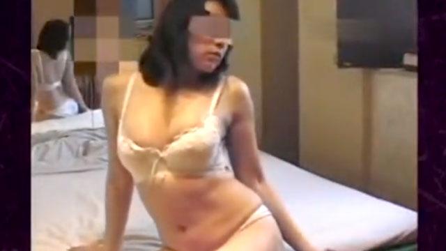 【個人撮影】ガチ不倫!人妻なのにラブホで他人棒にしゃぶりつき!