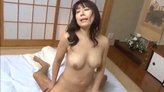 【眞ゆみ恵麻】熟年不倫、夫以外との激しい交尾でガチイキアクメ!