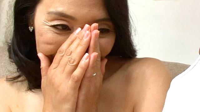【五十路妻AV初撮り】若い肉棒で突かれてアクメが止まらない!松岡瑠実