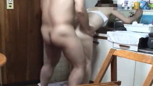 夫が隠しカメラ設置→嫁と息子が近親姦してる衝撃映像が撮影されるww