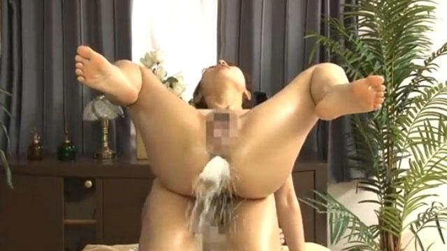 若妻、尻穴から媚薬を注入後の中出しセックスで噴射ケツアクメwwww