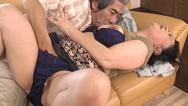 「おまんこイイーッ!」還暦熟女が不倫セックスでイキ狂い!長尾さくら