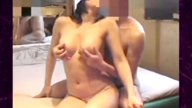 【個人撮影】40代熟女の生々しいラブホ不倫セックス映像がネット流出!