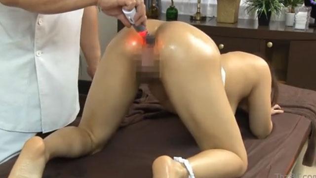 人妻がマッサージ師にケツ穴に媚薬を注入されお尻でイキますww