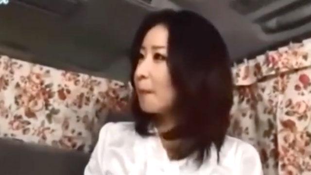 【熟女ナンパ】買い物途中のセレブ妻に即ハメ交渉!