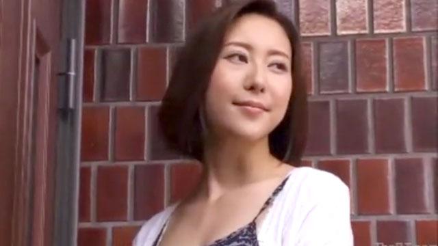 【人妻不倫】夫婦仲が冷めきり近所の学生と不倫セックスに溺れる 松下紗栄子