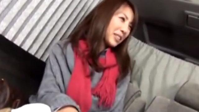 【人妻ナンパ】発情を隠せず母乳噴射に中出しアクメ!