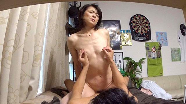 五十路主婦ナンパ、イケメンの盗撮部屋でメス顔不倫セックスする姿を収められるww