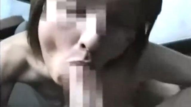 【個人撮影】淫乱熟女、車内騎乗位で車が揺れるほど腰を振り乱し精子を搾り取るw