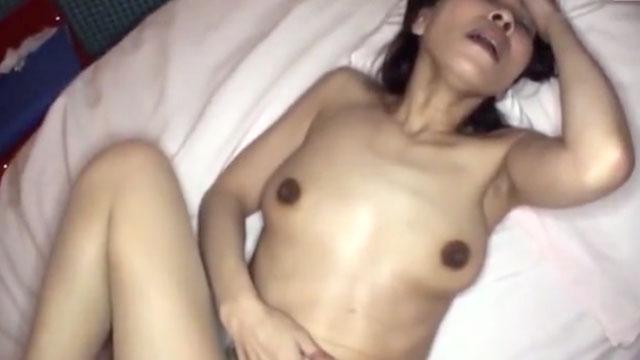 【個人撮影】50代熟女「止めないで中に出してぇ❤」潮吹き中出しアクメ!