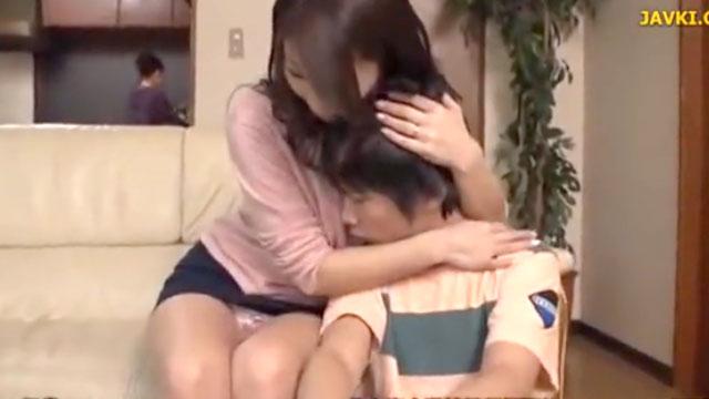 「ママには内緒よ」2回りも年の離れた精通したてのショタチンポで性行為! 篠田...