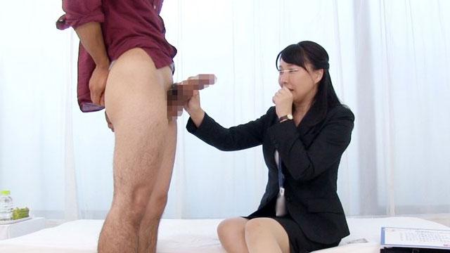 人妻OL「デカチン…(涎ジュルリ)」学生童貞チンポに跨がりのけぞり不倫アクメww