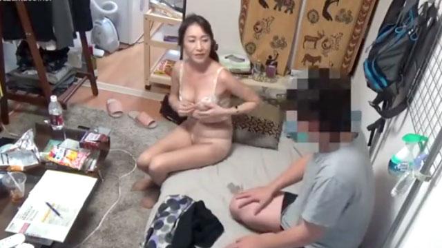 【盗撮】おばさんレンタルで呼んだ五十路熟女との中出しセックスを隠撮ww