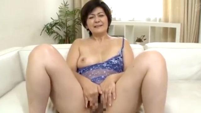 【山口寿恵】五十路おばさん、夫とのセックスだけでは物足りずに若者チンポにがっつく