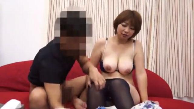 【人妻盗撮】ナンパされたメス顔巨乳妻の不倫現場ww