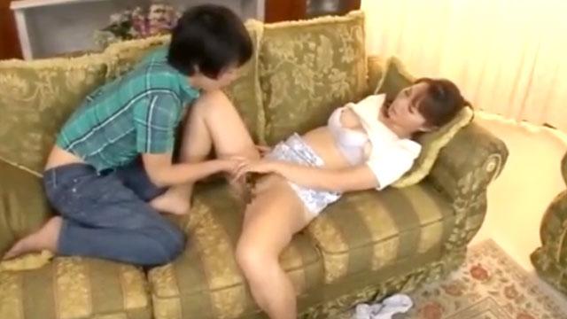 【小林けい】近親相姦、息子をフェラ抜きしてセックスを教えてしまう