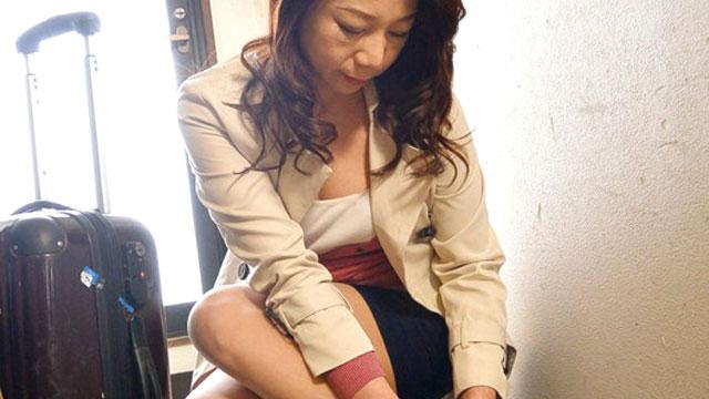 【近親相姦】ドスケベ義母、やって来るなり義息のチンポにしゃぶりつく 二ノ宮慶子