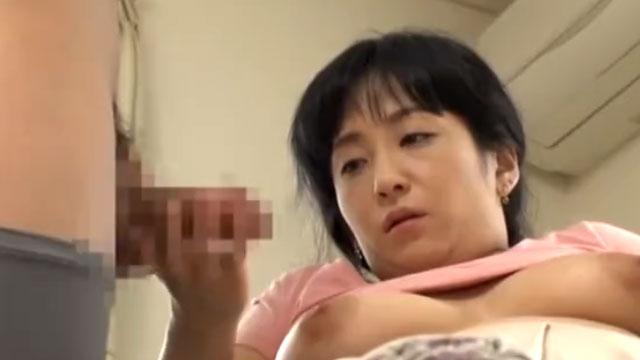 爆乳熟女カテキョさん、教え子の勃起チンポにバキュームフェラしてセックスw