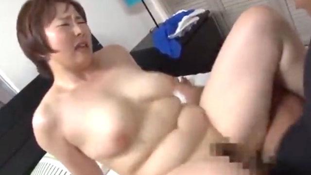 【近親相姦】ドスケベ母ちゃん、息子の肉棒でアクメ昇天!