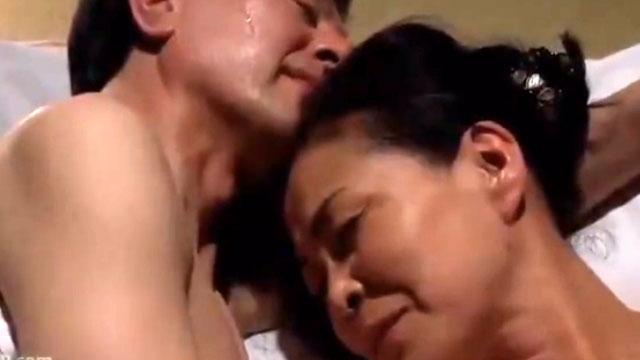 【中出し】熟年夫妻、久しぶりのセックスでスケベに燃えるww 坪井富美