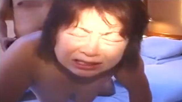 【個人撮影】五十路おばさん「おちんちん挿入ってるぅっ❤」他人棒で突かれてアクメ昇天!
