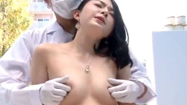【マジックミラー号】セレブ妻、乳首をピンクにするマッサージでイクwww