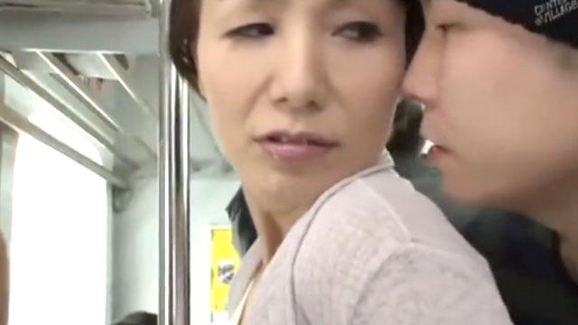 還暦熟女、痴漢に襲われ電車内なのに中出しされてアクメするww 内原美智子