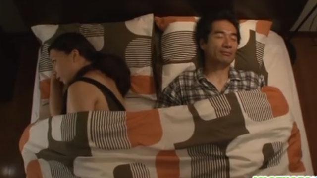 旦那が眠りについたのを確認すると義息子の部屋へ行き近親姦 美神さゆり