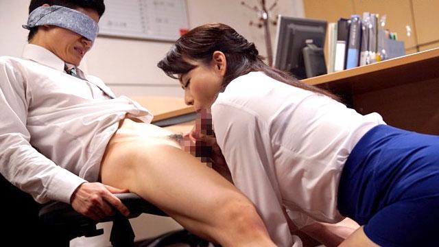 女上司(40)「ふふ…良いチンポね」職場で部下の肉棒を食い漁るドスケベ女課長 三浦恵理子