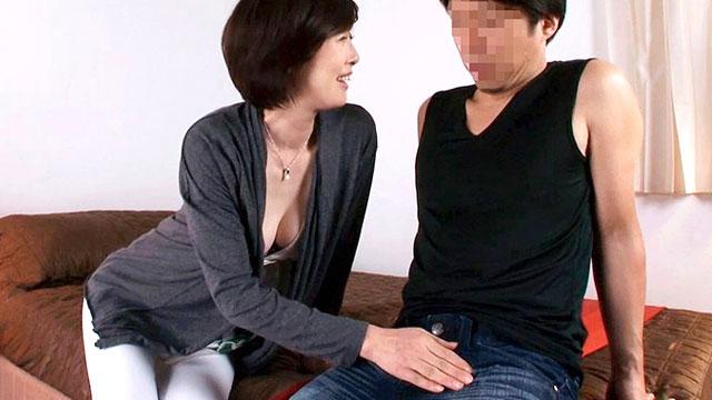 【竹内梨恵】若いチンポを弄る淫乱五十路おばさんの熟マンコをガン突きしてイカせまくり!