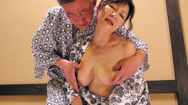 還暦夫婦が温泉旅行で一晩中セックスに燃え上がる! 里中亜矢子