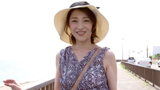 43歳人妻が夫に内緒で初撮りAVデビュー!若い肉棒でマジイキ! 久保今日子
