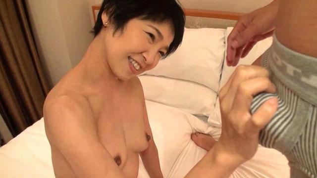夫としか経験がなくイッた事のない熟女が初不倫セックスで快感を覚える瞬間ww 早川りょう