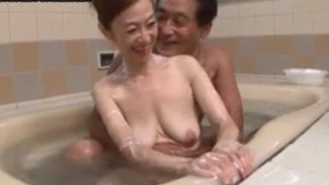 五十路熟女、珍しく旦那と一緒に入浴して燃え上がり中出しセックス 東海林和子