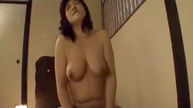 【近親相姦】女手一つで育ててくれた五十路母と温泉旅行で禁断のセックス