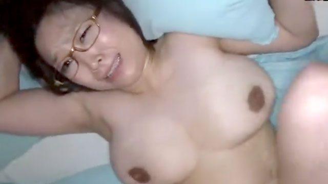 【個人撮影】「もう中に出して!」爆乳40代おばさんの不倫ハメ撮りセックス!